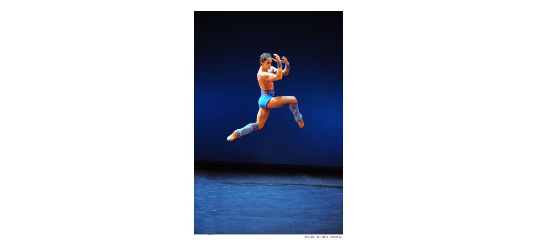The Krefeld/Mönchengladbach Ballet company in Troy Game.